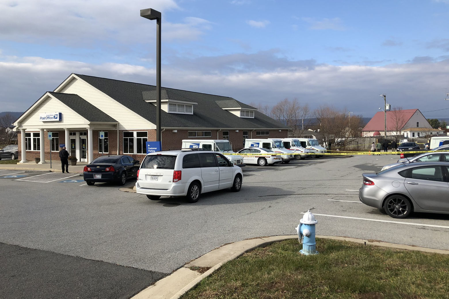 """A Postal Service special agent involved in what's described as a """"critical incident"""" shot and wounded another Postal Service employee in a post office parking lot i in Lovettsville, Virginia, Wednesday morning, federal authorities confirm to WTOP. (WTOP/Neal Augenstein)"""