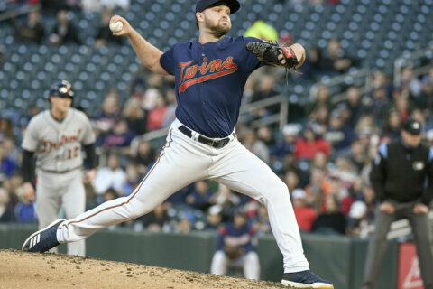 Orioles sign free agent RHP Stewart