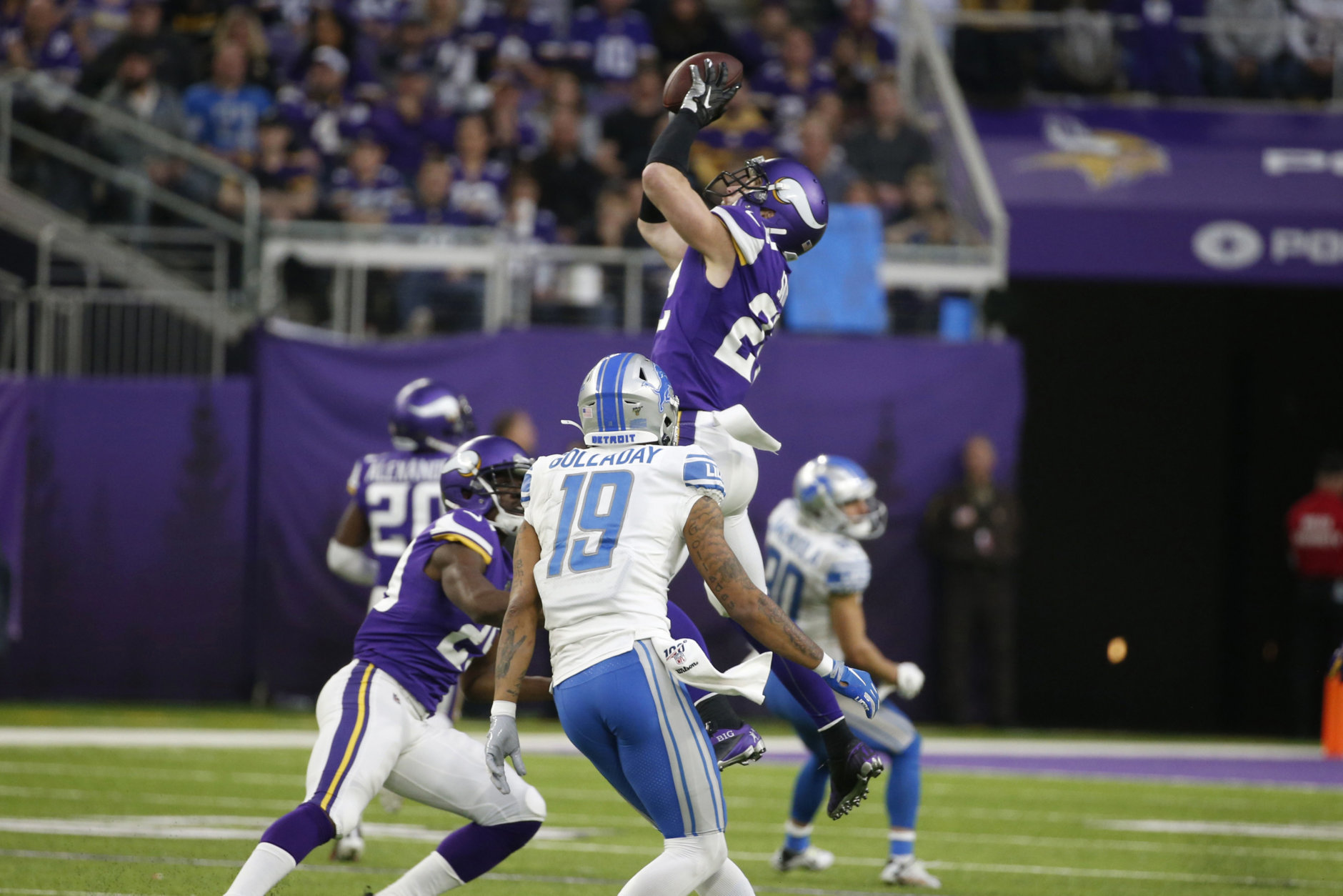 <p><b><i>Lions 7</i></b><br /> <b><i>Vikings 20</i></b></p> <p>Minnesota just missed grabbing its first shutout in two years but continue to squat on the final NFL wild card spot. With the Rams returning to form &#8212; and only a game out of the playoff picture &#8212; the Vikings can&#8217;t have a letdown in L.A. next week.</p>