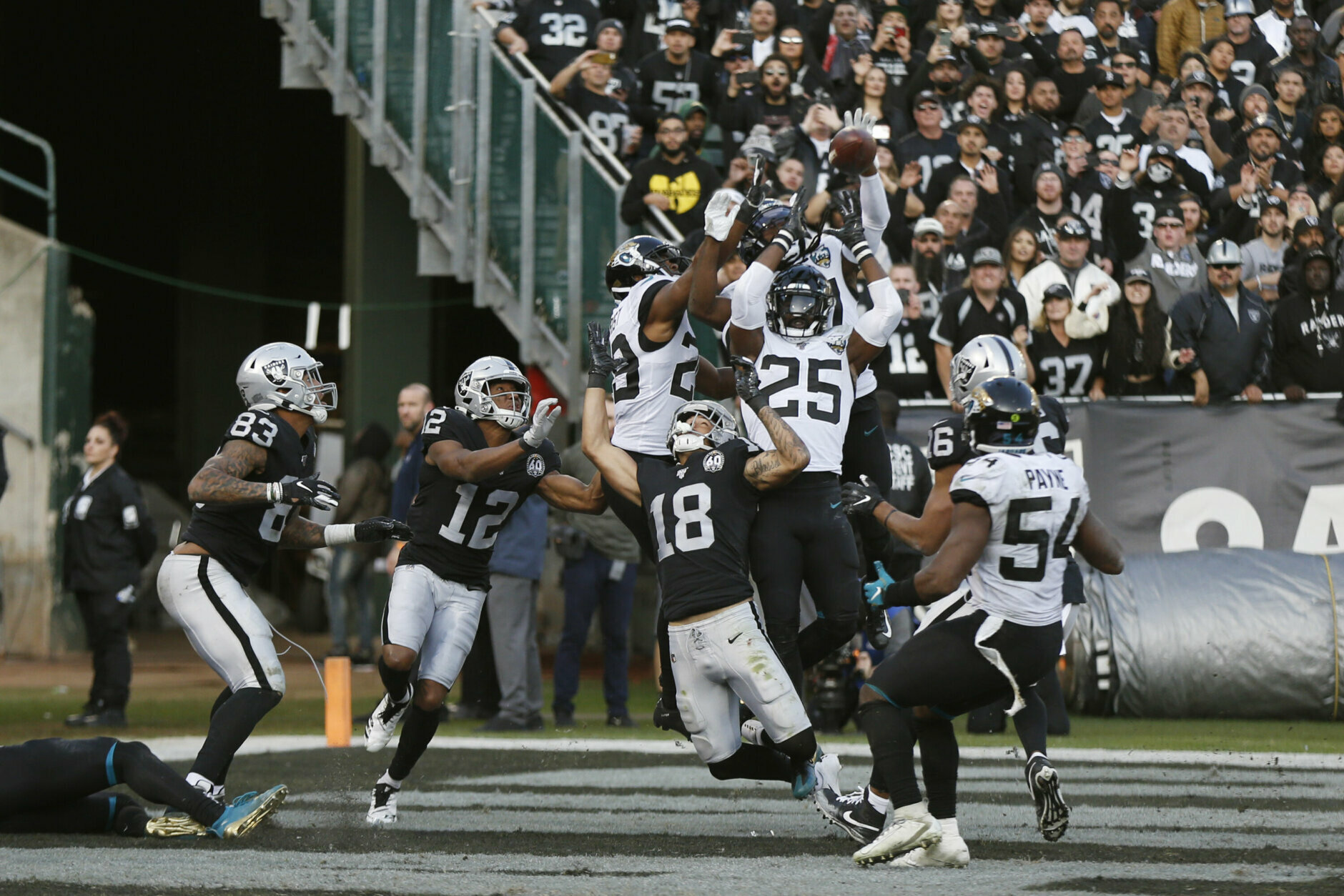 "<p><b><i>Jaguars 20</i></b><br /> <b><i>Raiders 16</i></b></p> <p><a href=""https://www.raiders.com/video/nfl-100-greatest-no-17-the-sea-of-hands"" target=""_blank"" rel=""noopener"">The Sea of Hands</a> didn&#8217;t happen in Oakland one last time, as the Raiders lost their final game at Oakland Coliseum thanks to <a href=""https://twitter.com/ESPNStatsInfo/status/1206371703007383552?s=20"" target=""_blank"" rel=""noopener"">Gardner Minshew&#8217;s late-game heroics</a> amid <a href=""https://profootballtalk.nbcsports.com/2019/12/15/gardner-minshew-i-saw-more-middle-fingers-in-oakland-than-i-had-in-my-whole-life/"" target=""_blank"" rel=""noopener"">a sea of fingers</a>. The Silver and Black&#8217;s Bay Area bye-bye may have sucked but Minshew Magic certainly does not.</p>"