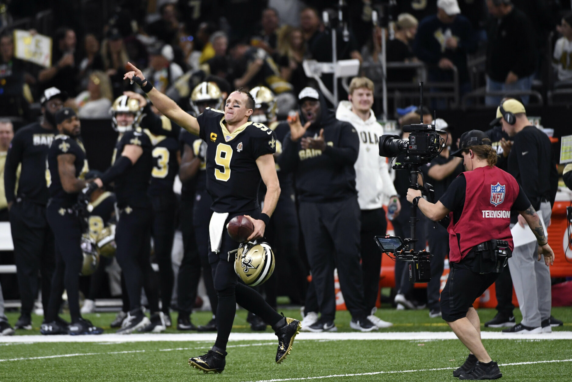 <p><b><i>Colts 7</i></b><br /> <b><i>Saints 34</i></b></p> <p>Who loves Monday nights more than Drew Brees? A year after setting the all-time passing yardage record against the Redskins on MNF, Brees claimed the all-time touchdown mark and the single-game completion percentage record (96.7%). Unlike Tom Brady, Brees looks like he&#8217;s still got enough in the tank to carry New Orleans deep into the postseason.</p>