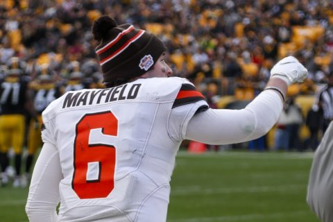 Browns' Mayfield passing in practice, looks good to go