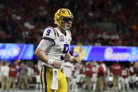 Breathtaking: Burrow throws 7 TDs, LSU routs Oklahoma 63-28