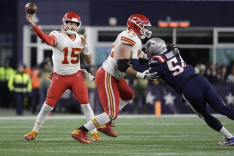 KC survives errors, takes AFC West with 23-16 win over Pats