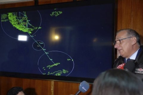 Chile combs Antarctic for missing plane with 38 aboard