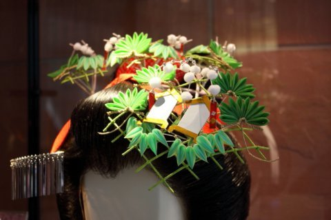 Easy-to-make flowers for traditional Japanese hair ornaments