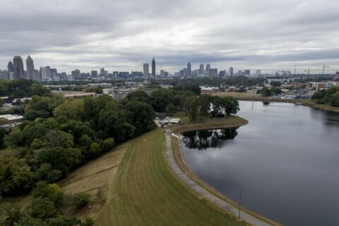 US senator proposes money, oversight to boost dam safety
