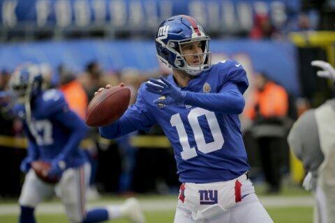 Daniel Jones returns as Giants starter, Eli back on bench