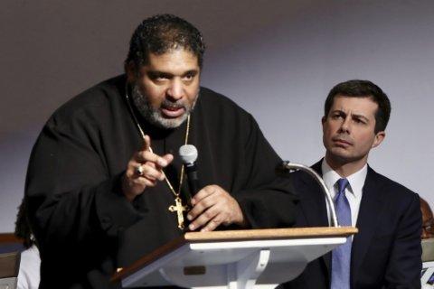 Buttigieg turns to black pastor to discuss racism, poverty