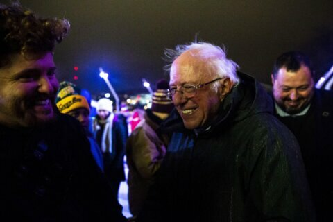Warren blasts billionaires as Democrats end year campaigning