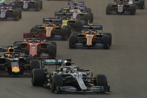Hamilton seals easy 11th victory of F1 championship season