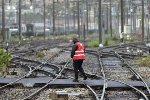 Planned France strikes promise bleak commute for travelers