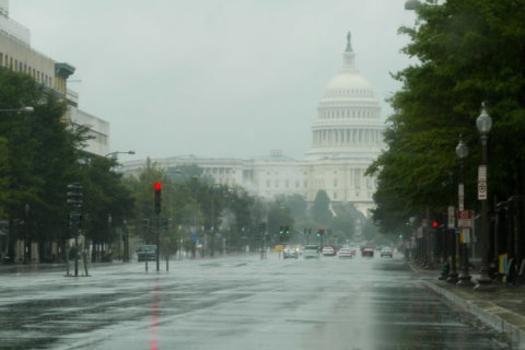 Rain and fog make for dreary DC forecast; wintry mix possible for Monday commute
