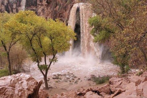 Flood at famed Arizona waterfalls sends tourists scrambling