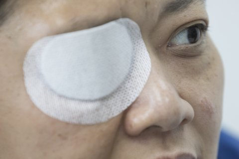Injured journalist seeks answers from Hong Kong police