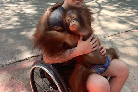 Paralyzed Humboldt crash survivor takes first steps