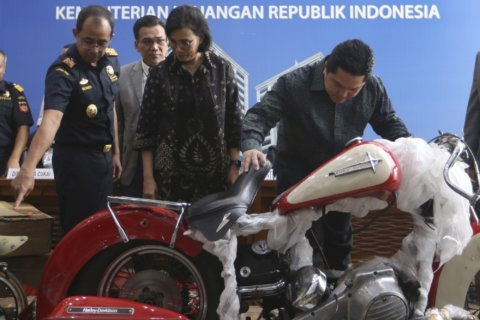 Indonesia to fire airline CEO over smuggling accusation