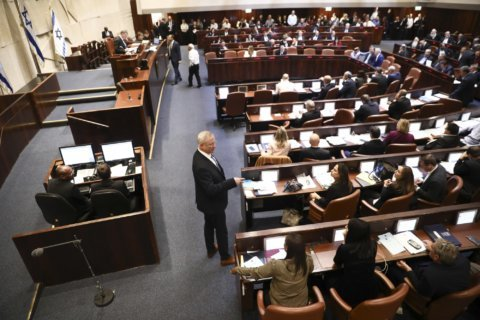 Israel's Netanyahu limps into new election campaign