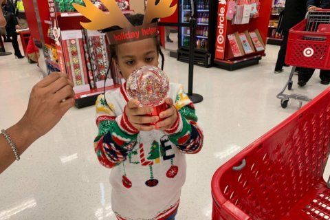 DC kids meet up with police officers to go holiday shopping together