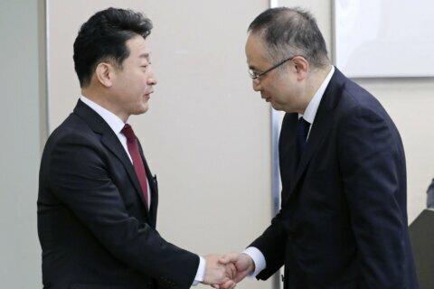 Japan, South Korea hold export talks, seek dispute solution