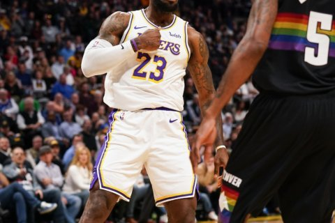 James, Davis each score 25, Lakers beat Nuggets 105-96
