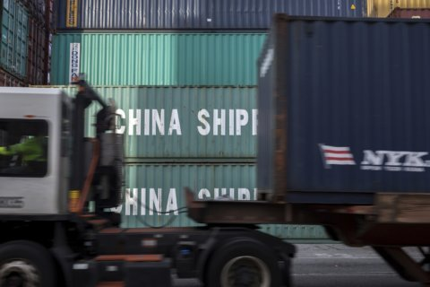 Q&A: Does a manufacturing slump threaten the US economy?