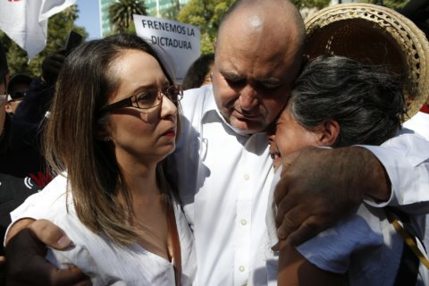 Mexican president prays with family of dead US dual citizens
