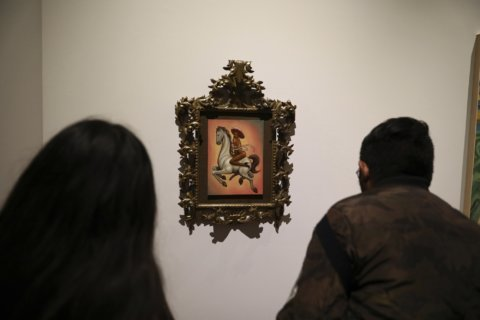 In Mexico, effeminate Zapata painting draws fury