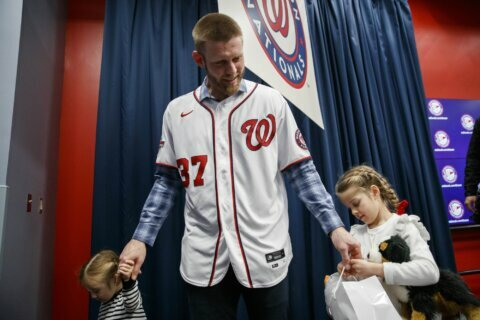 Strasburg returns, hopes to play whole career with Nationals