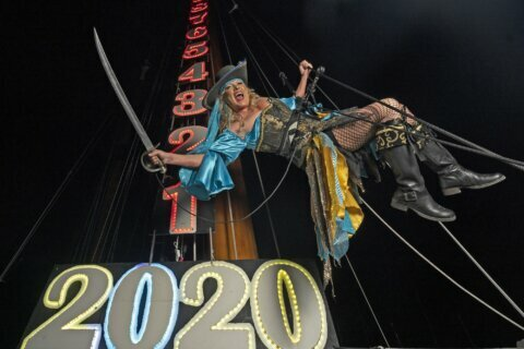 """Drag queen, lime among New Year's """"drops"""" in Florida Keys"""