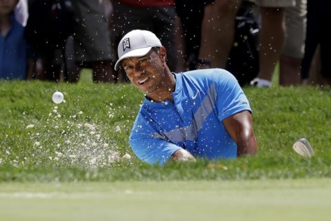 Woods defends Mickelson's choice to play in Saudi Arabia