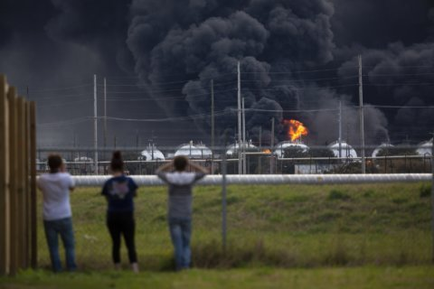 Officials: Chemical in Texas blasts posed no serious risks