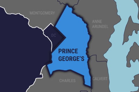 1 dead after car strikes pole in Prince George's Co.