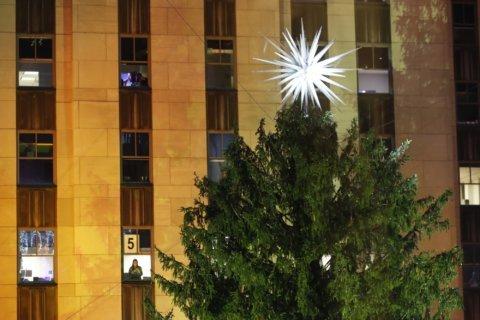 'Tis the season: Rockefeller Center Christmas tree lights up