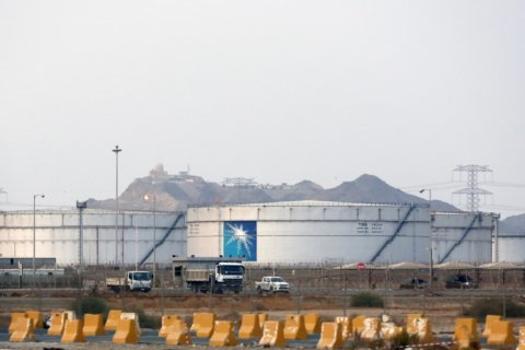 Saudi prince's ambitions hinge on triumphant Aramco sale