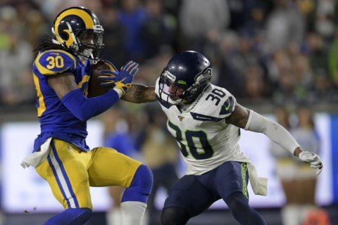 Rams stay in playoff hunt, end Seahawks' 5-game streak