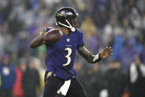 Despite lacking star power, Ravens beat Steelers 28-10