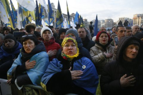 Protesters: Ukraine's leader must defend nation at summit
