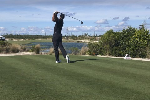 Woodland, Reed share lead in the Bahamas