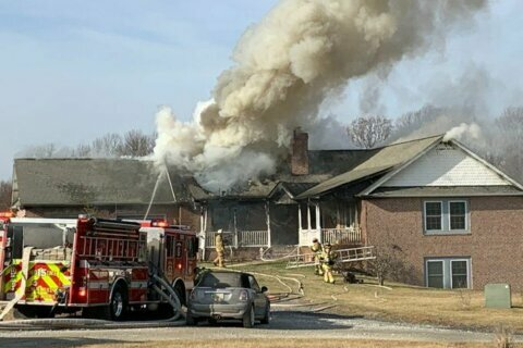 4 adults, 2 kids displaced after Christmas morning house fire in Maryland