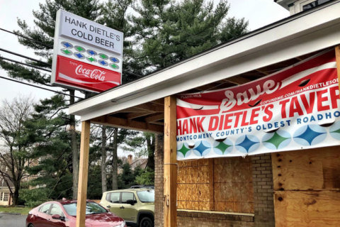 Hank Dietle's cold beer sign returns, spring reopening likely