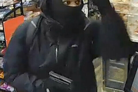 DC police search for suspect in 5 early-morning armed robberies in Mt. Pleasant