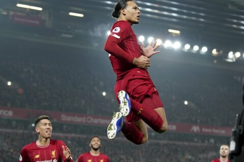 Liverpool goes 16 points clear by beating Man United 2-0