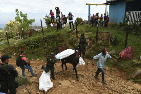 Town on edge in Colombia after 5 killed, 2 vehicles burned