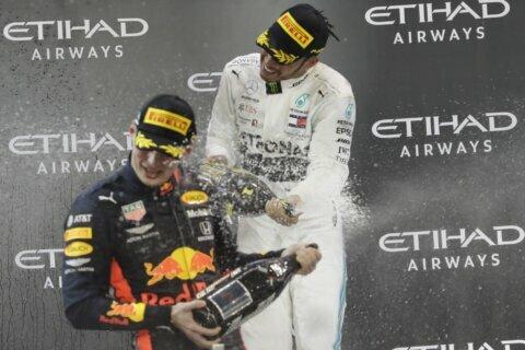 Verstappen extends deal with F1 team Red Bull through 2023