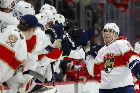Panthers beat Red Wings 4-1 for season-high 4-game streak