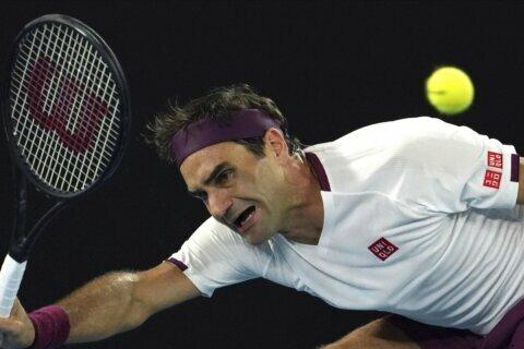 Federer overcomes slow start, reaches Australian Open QFs
