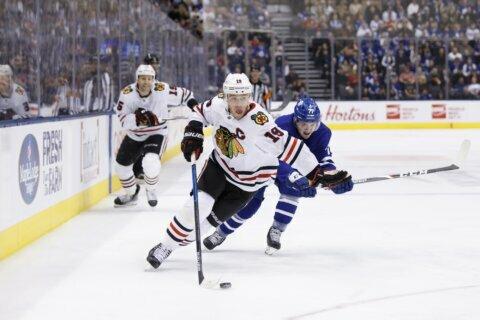Toews shines as Blackhawks beat Maple Leafs 6-2