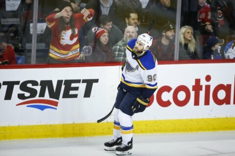 Perron, O'Reilly help Blues beat Flames in SO