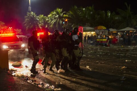 Rio party launching countdown to Carnival ends in disorder